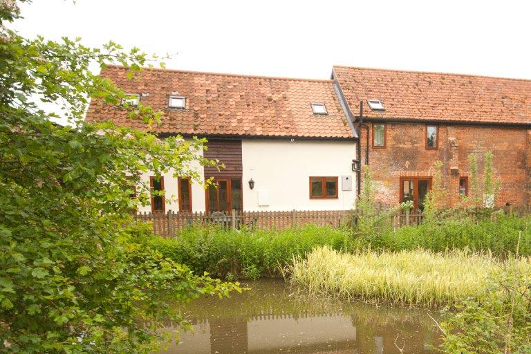 Pond Barn Holiday Cottage